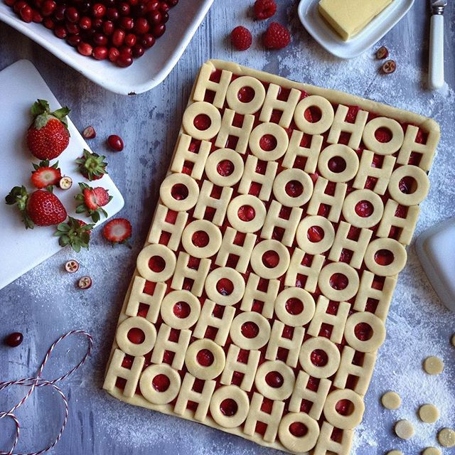 Ho Ho Ho Slab Pie - 8 Christmas Pie Crust Design Ideas