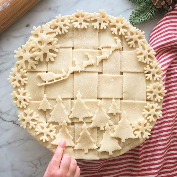 Santa & His Reindeer - List of Christmas Pie Crust Design Ideas