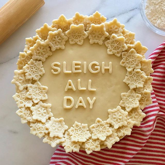 Sleigh All Day - 8 Christmas Pie Crust Design Ideas