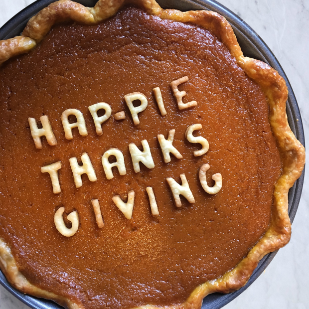 10 Fall Pie Crust Designs for all your fall pie baking   via pies before guys
