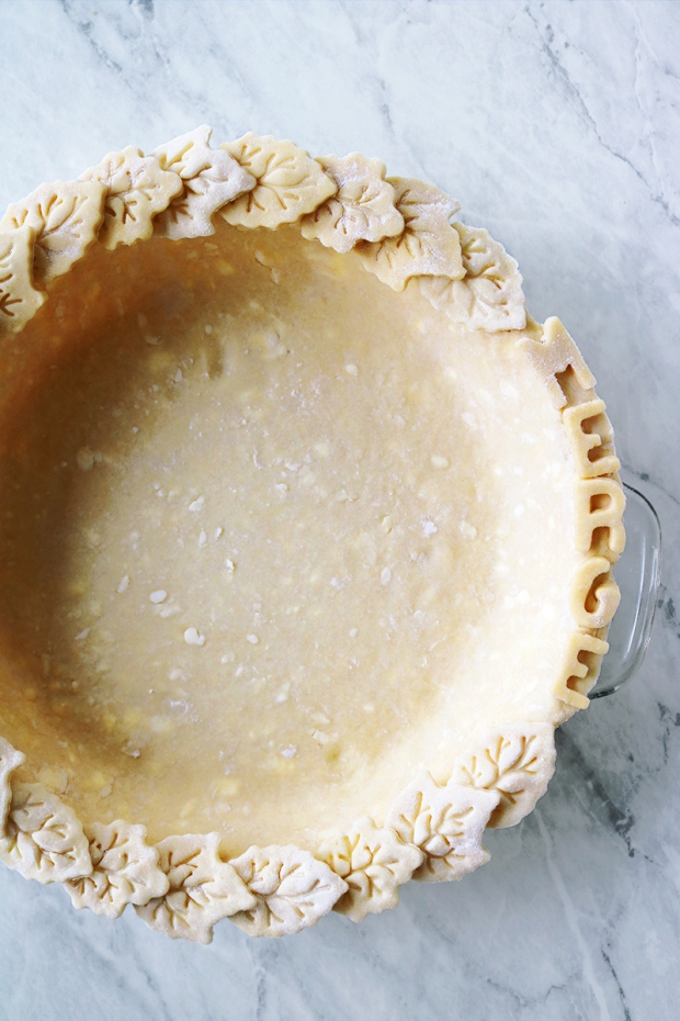 Fall pie crust design with leaves