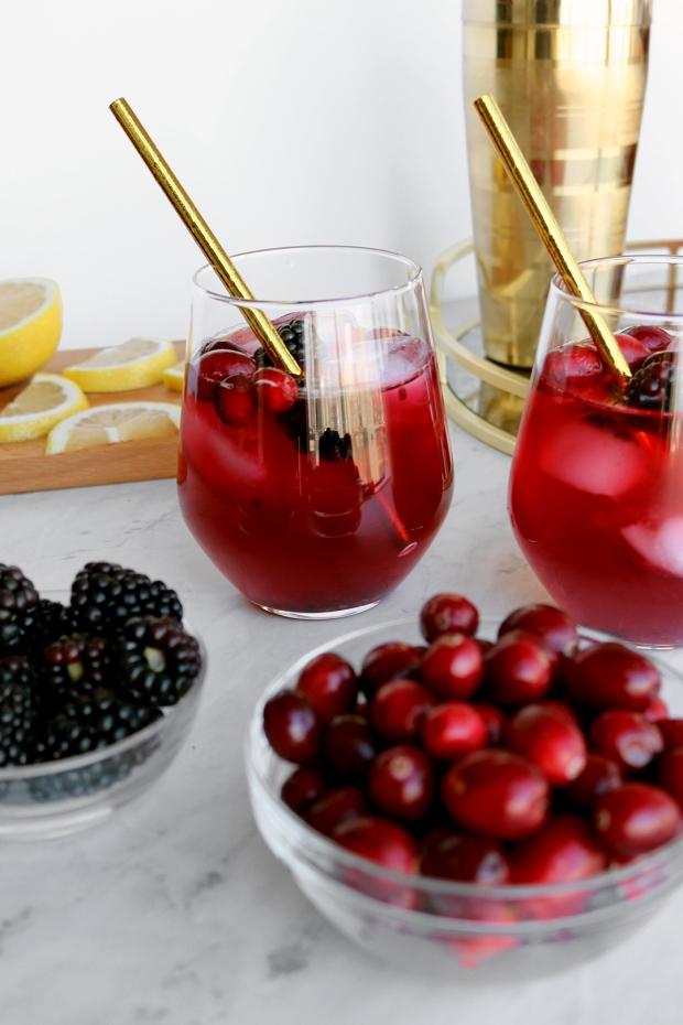 Cranberry & Blackberry Bourbon Cocktail | via Pies Before Guys